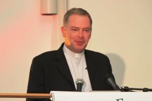 Vater Patrice Chocholski, Sekretär des WACOM und derzeitiger Pfarrer von Ars
