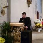 Pastor Berief führt durch den Tag